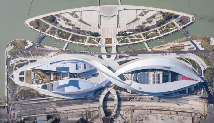Культурный центр Suzhou Bay Grand Theatre превратился в еще одну достопримечательность залива Сучжоу (Китай).