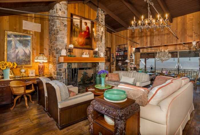 Интерьер гостиной современных покупателей уже не впечатляет (вилла Maggio, Палм-Спрингс). | Фото: architecturaldigest.com.
