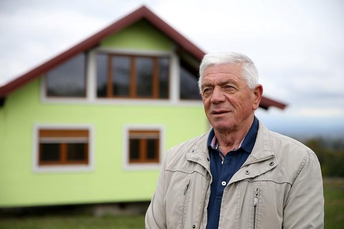 Новатор-самоучка Войин Кусич построил вращающийся дом, чтобы его жена могла наслаждаться разнообразными видами за окном.   Фото: thepeninsulaqatar.com.