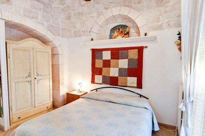 Спальня гостевого дома (Трулло Эдера, Италия).
