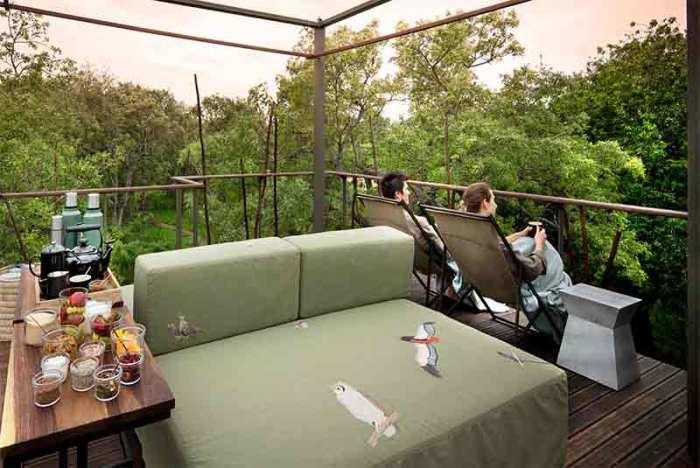 На открытой террасе можно устроить и романтический ужин, и пикник («Ngala Treehouse», Kruger National Park). | Фото: africansafariexperts.com.