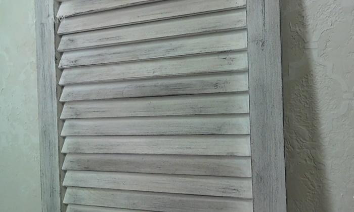 Жалюзийная дверца готова к закреплению. | Фото: © Olga LAM.
