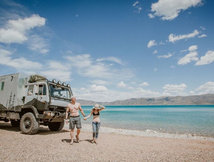 Молодые супруги теперь могут путешествовать в комфортных условиях. | Фото: wday.ru/ @wazimulife.