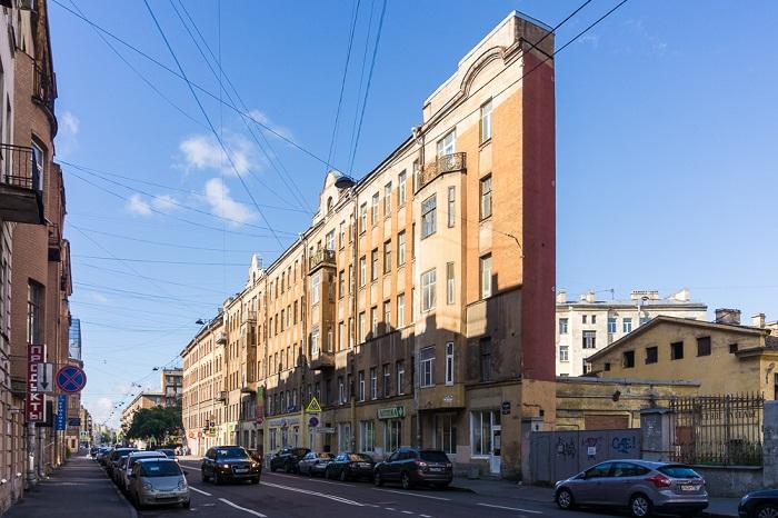 Дом-стена на улице Боровой (Санкт-Петербург).