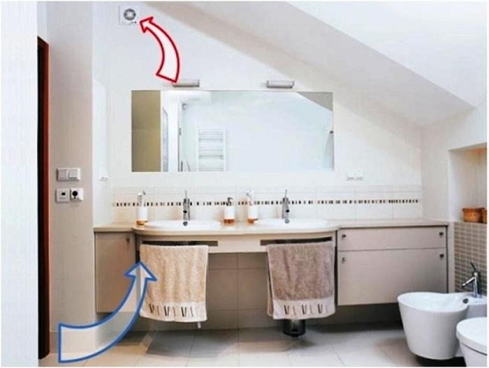 Вентилятор поможет избавиться от лишней влаги и паров бытовой химии.
