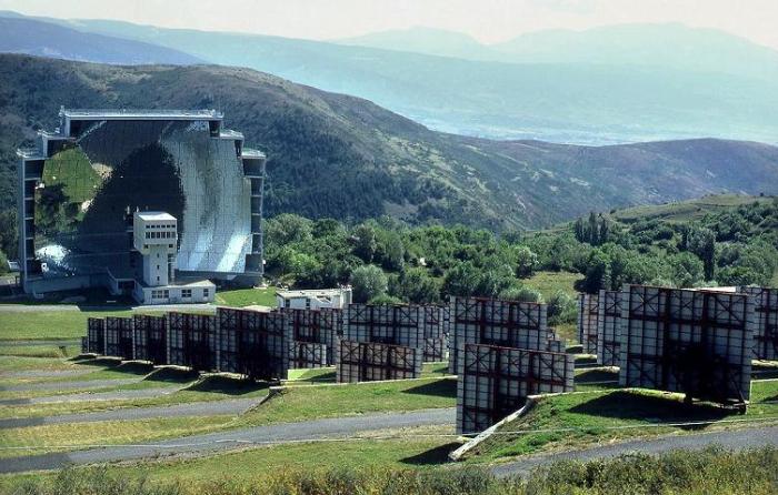 Одейлийская солнечная печь расположена на склонах Восточных Пиренеев (Франция). | Фото: li-best.ru.