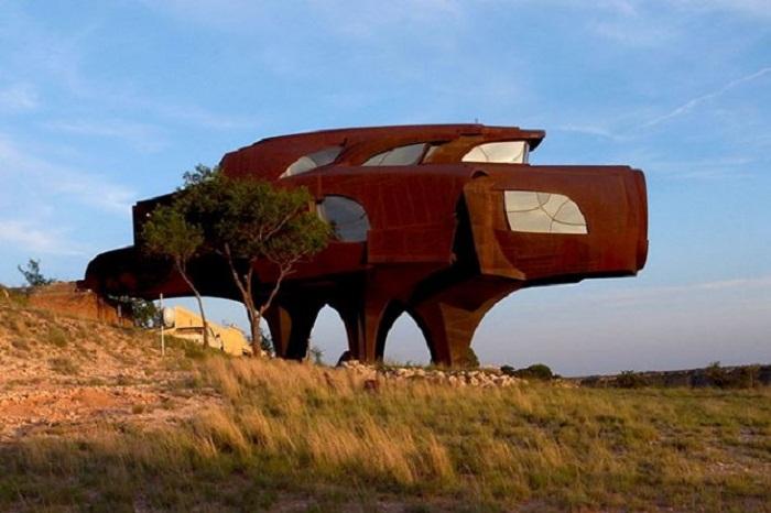 Проект стального дома художника Роберта Бруто (Техас, США). | Фото: 24tv.ua.