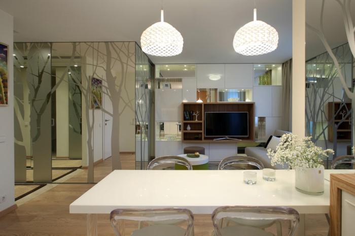 Просторная гостиная в преображенной малагабаритной квартире. | Фото: kvartirastudio.ru.