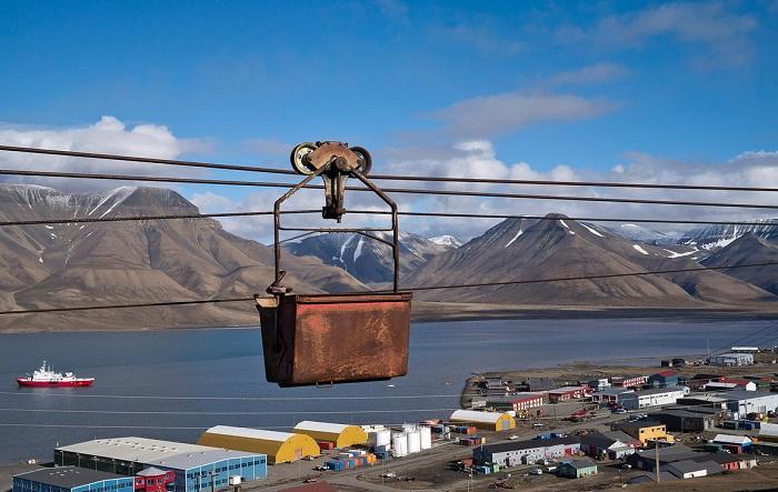 С помощью канатной дороги уголь доставляли к берегу или в город.