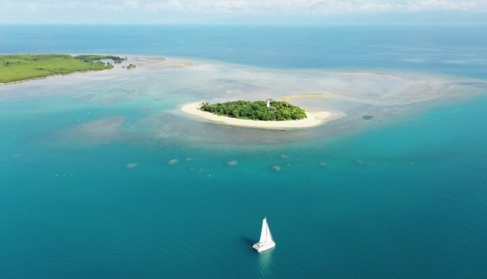 Для этого райского места администрация морского парка Большого Барьерного рифа ищет неравнодушного сотрудника (Low Isles, Австралия). | Фото: americadigital.com.