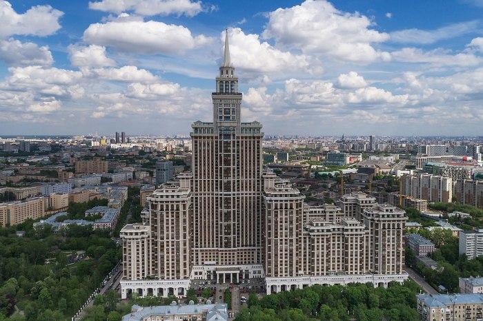 Жилой небоскреб «Триумф-Палас», расположенный в Чапаевском переулке (Москва). | Фото: ru.wikipedia.org.