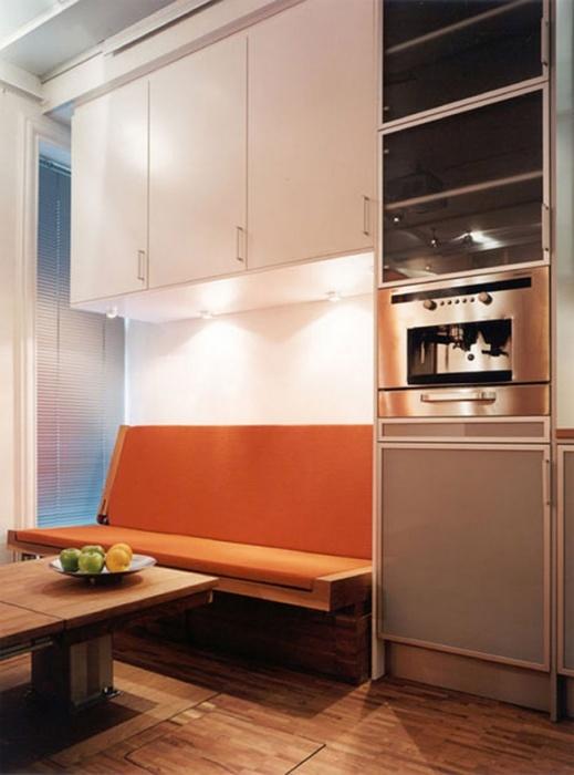 Кухня-столовая в обычном фургоне действительно впечатляет. | Фото: tinyhousefor.us.