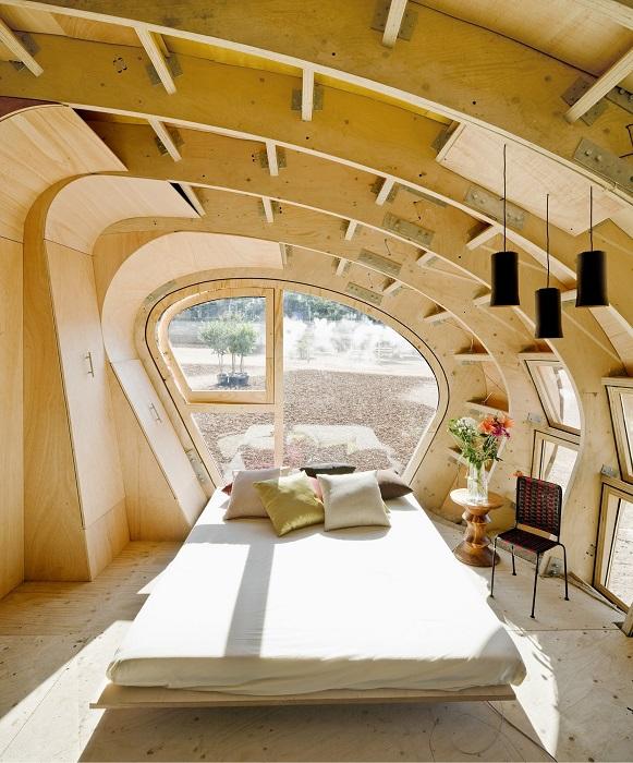 Интерьер спальной комнаты в эко-доме (Fab Lab House, Испания). | Фото: top.funnyreps.club.