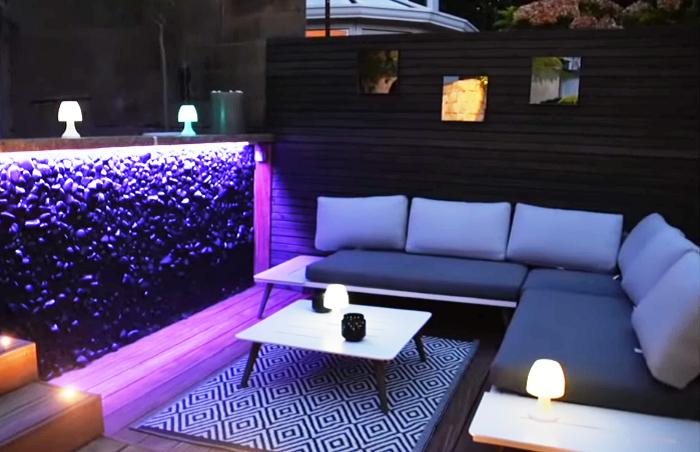 Мягкий уголок и оригинальная подсветка помогут создать идеальную атмосферу для отдыха на свежем воздухе. | Фото: youtube.com/ M A R V I N Atmoss'vert.