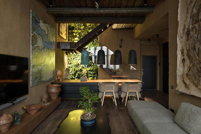 В интерьере квартиры тонко переплелись японский минимализм и украинский колорит (Wabi Sabi Apartment).