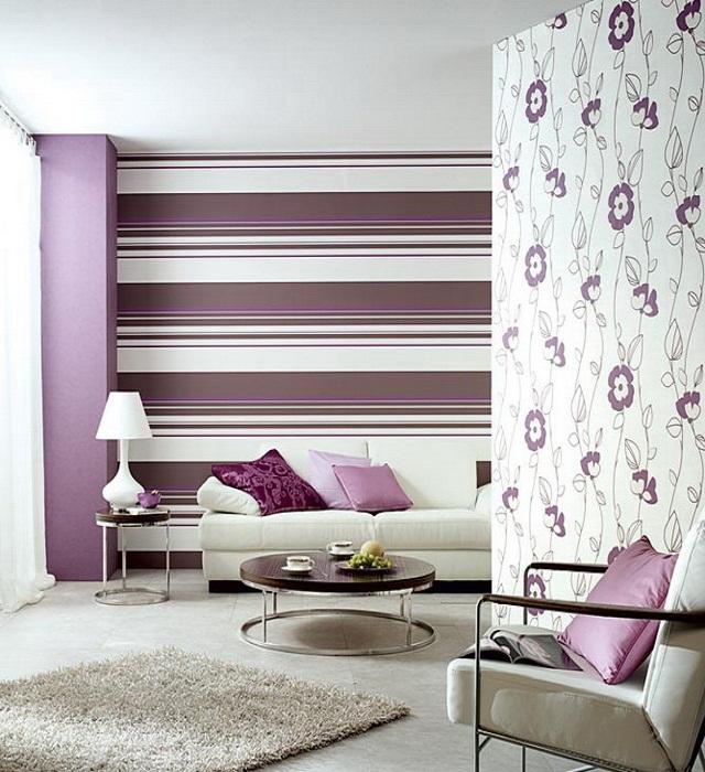 Оклейка стен обоями разных видов зрительно увеличит площадь.