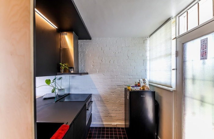 Кухня занимает 1,8 кв. метра площади. | Фото: dailymail.co.uk.