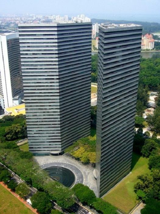 Вид на фантастические башни с высоты.