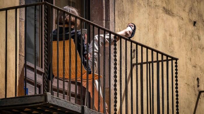 По законам Испании, тот кто находится внутри жилого помещения, тот и прав, даже если это преступник. | Фото: m24.ru.