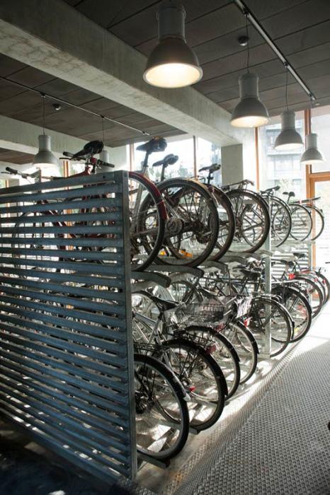 В студенческом общежитии оборудовали велосипедную стоянку (Tietgenkollegiet, Копенгаген). | Фото: bigpicture.ru.