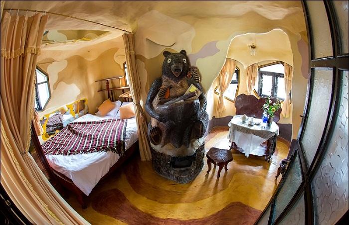 Номер медведя в гостевом доме (Crazy House, Вьетнам).