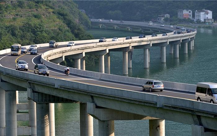 Over-Water highway – первый в мире мост, построенный по руслу реки.
