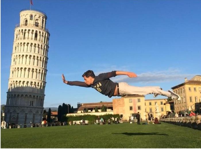 На что только не идут туристы, чтобы получить сногсшибательный снимок (Пизанская башня, Италия). | Фото: lifespot.ru.