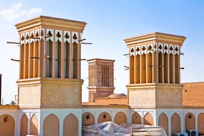 Бадгиры выглядят как массивные башни, напоминающие гигантские каминные трубы. | Фото: news.21.by.