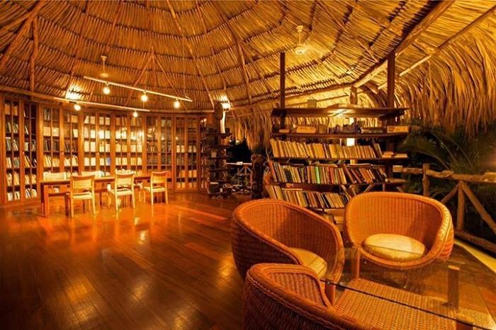 В этом читальном зале можно и в тишине почитать книгу (Soneva Kiri, Таиланд).