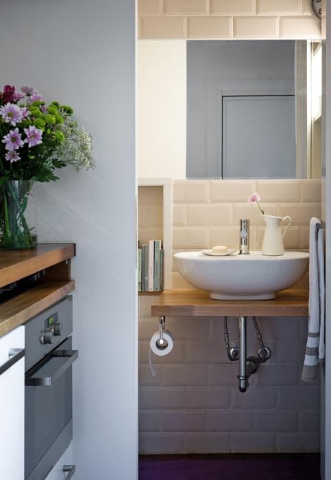 Правильное использование зеркал и глянцевых поверхностей - всегда выигрышный вариант для оформления маленьких помещений.