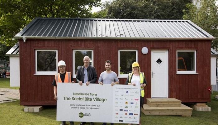 Владелец сети ресторанов построил деревню для людей, оставшихся без крова над головой.