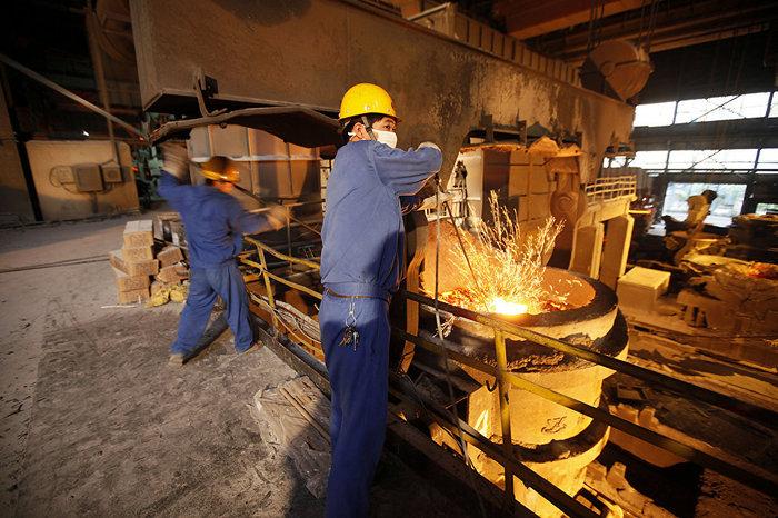 В деревне Хуаси были построены металлургические комбинаты.