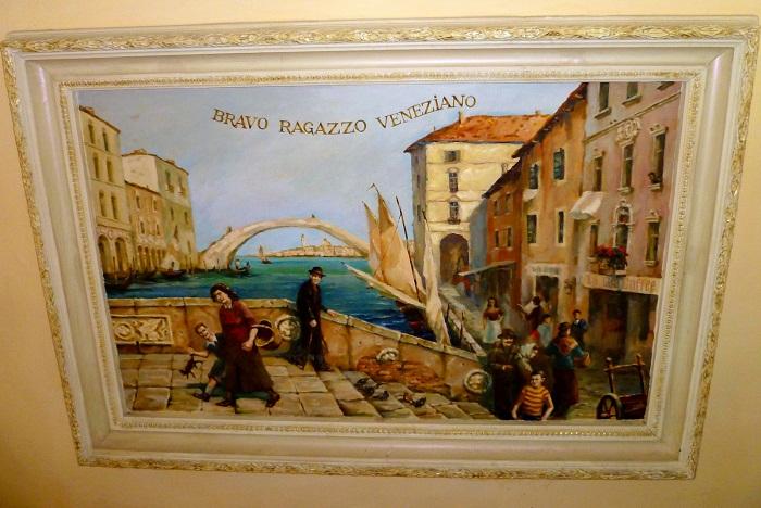 Любимые венецианские мотивы присутствуют на многих фресках и картинах.
