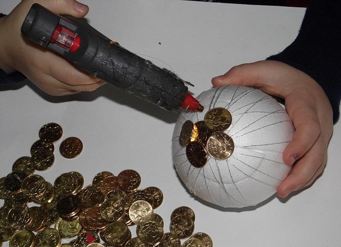 Поделки из монет своими руками.