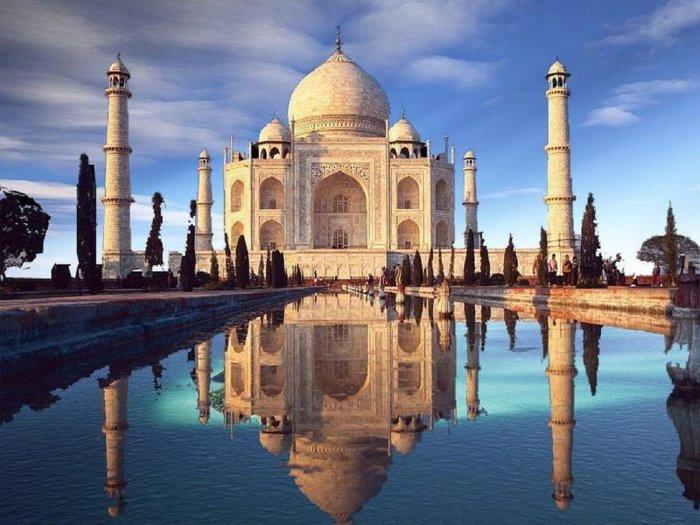 Шах-Джахан был одержим не только своей любовью к Мумтаз-Махал, но и идеальной симметрией в строительстве (мавзолей Тадж-Махал, Индия). | Фото: vladivostok.bezformata.com.