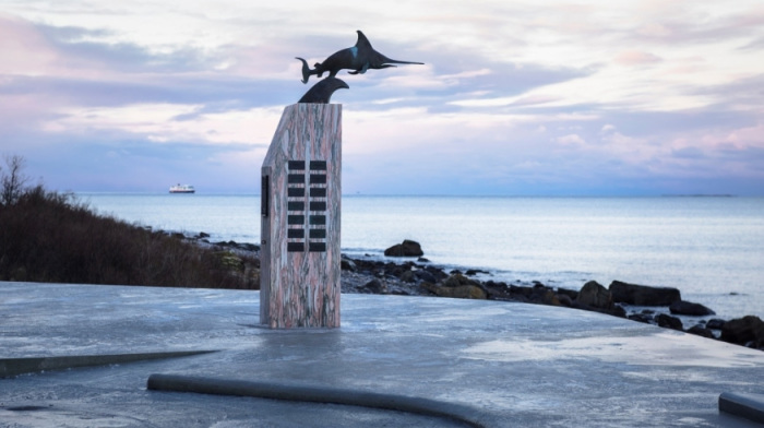 На территории остановочного комплекса Ureddplassen есть памятник погибшим морякам (Зона отдыха Ureddplassen, Норвегия). | Фото: ukrinform.ru/ Steinar Skaar/NPRA.