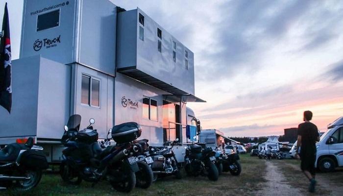 Truck Surf Hotel с 2017 года путешествует по миру в компании единомышленников.