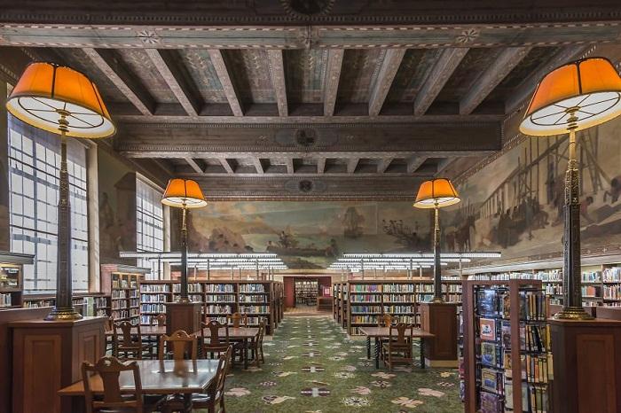Читальный зал Публичной библиотеки Лос-Анджелеса (США)