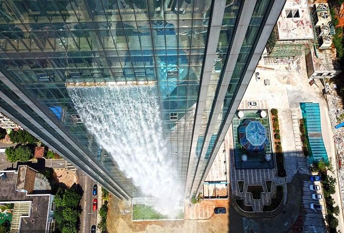 Самый высокий рукотворный водопад в мире.