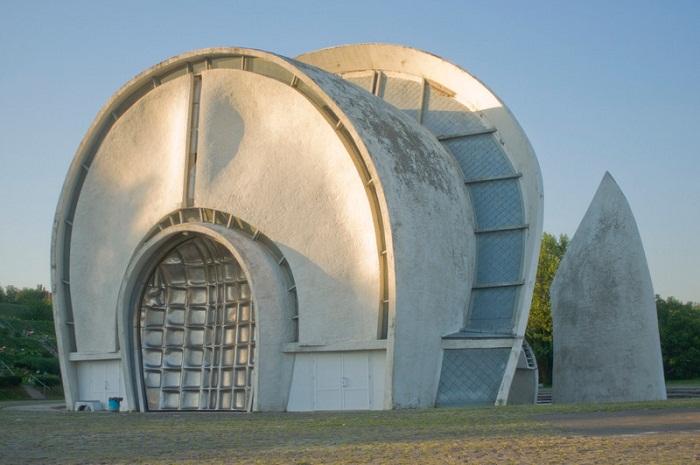 Необыкновенное архитектурное решение крематория (Киев).