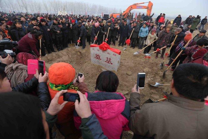 Первый камень в основание нового аэропорта был заложен 26 декабря 2014 г. («Дасин», Пекин). | Фото: bugaga.ru.