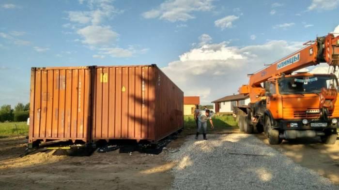 Монтаж конструкции из контейнеров много времени не занимает. | Фото: pikabu.ru.