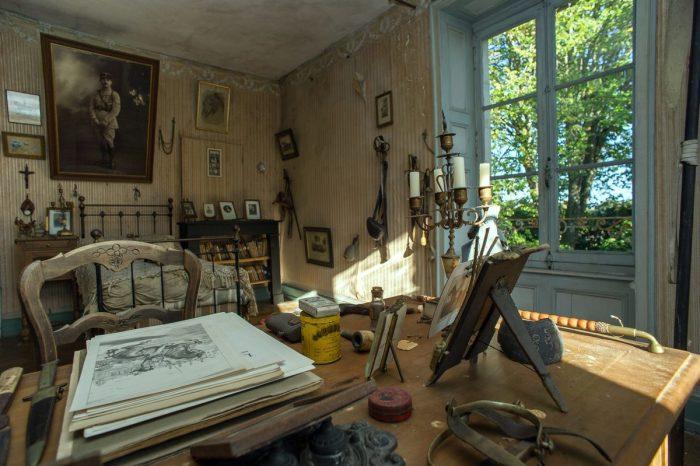Родители замуровали комнату сына, погибшего еще 100 лет назад, превратив ее в капсулу времени (Белабр, Франция). | Фото: twizz.ru.