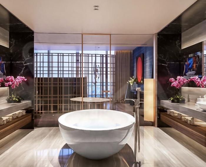 О такой ванной комнате можно только мечтать («Платиновые апартаменты», «Башня «Восток»). | Фото: pikabu.ru.