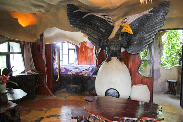 Тематический интерьер в комнате орла (Crazy House, Вьетнам).