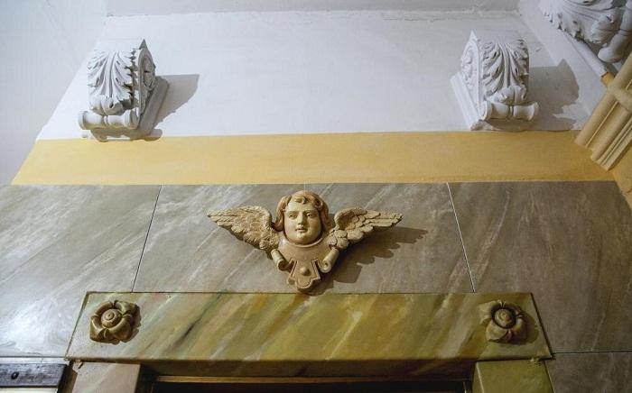 И даже капители с очаровательными ангелочками могут придать грациозности и величия.