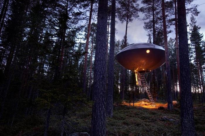 UFO – номер в в форме летающей тарелки в гостиничном комплексе Treehotel (Швеция). | Фото: 101hotels.ru.