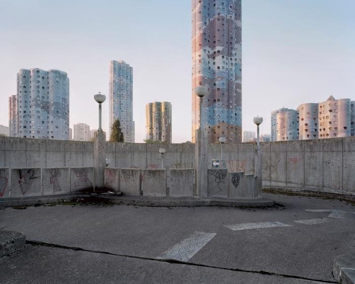 Заброшенные улочки пригорода Парижа могут стать идеальными площадками для съемок апокалипсиса. | Фото: Laurent Kronental/ rosphoto.com.
