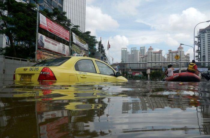 Постоянные наводнения в Джакарте вынуждают власти Индонезии перенести столицу в более безопасное место. | Фото: moya-planeta.ru.
