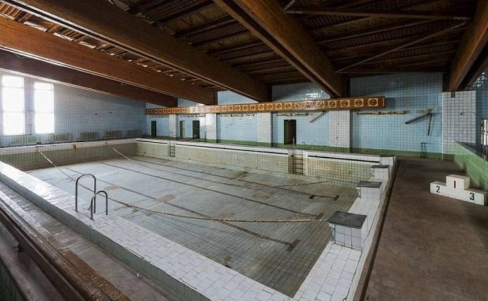 Самый северный в мире бассейн был построен в советском шахтерском поселке Пирамида (Архипелаг Шпицберген).